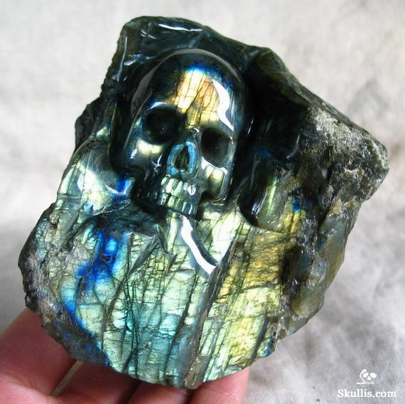 Stunning flash quot labradorite carved crystal skull